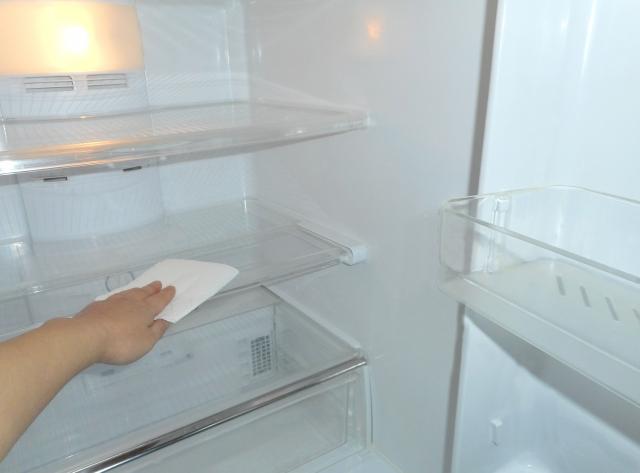 冷蔵庫の中の掃除