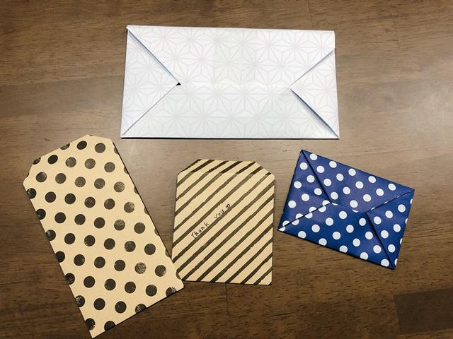 お金を折り紙の封筒で包む方法