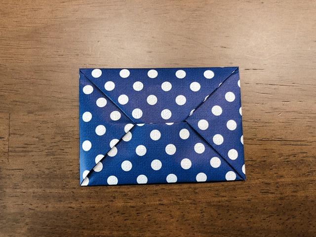 三つ折りのお札が入る封筒